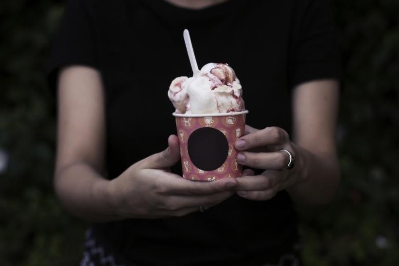 ice-cream-hand-icecream (2)